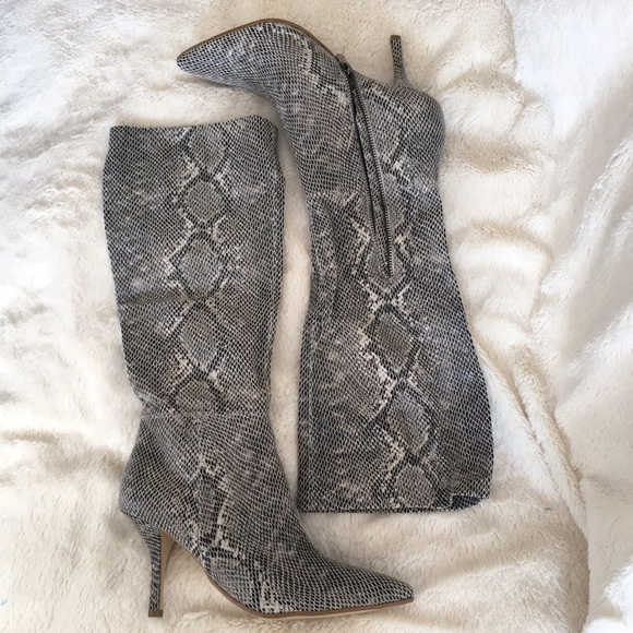 96d18dbf230 B. Makowsky Leather snakeskin embossed boots 7M NWT